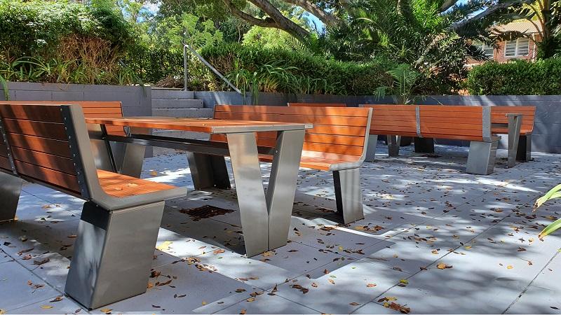 Paris Setting with Seats - Wood Grain Aluminium